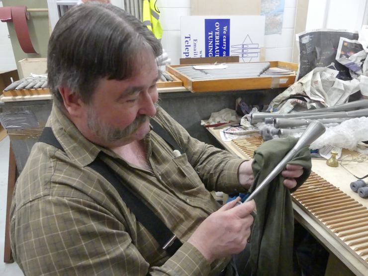 Edwin cleaning reed pipes